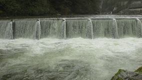 Capilano-Fluss-Wehr, Nord-Vancouver stock video footage