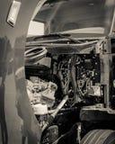 capilla abierta del camión de reparto Lleno-eléctrico de la clase 6 con el motor dentro foto de archivo