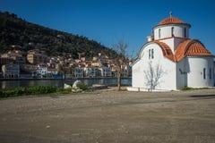 Capilla bizantina tradicional en la ciudad griega de Githio foto de archivo