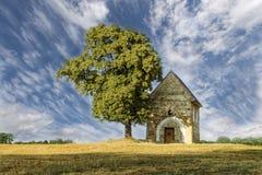 Capilla con el cielo dramático Fotografía de archivo libre de regalías