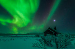 Capilla de Aisaroaivi de la aurora boreal foto de archivo