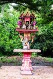 Capilla de dios del hogar o de la casa del alcohol en Tailandia Imagen de archivo libre de regalías