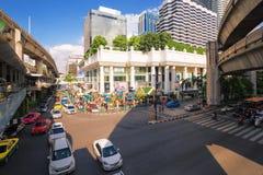 Capilla de Erawan en el empalme de Ratchaprasong Ciudad de Bangkok Fotos de archivo libres de regalías