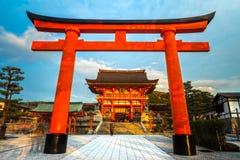 Capilla de Fushimi Inari Taisha en Kyoto, Foto de archivo