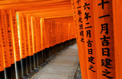 Capilla de Fushimi Inari Taisha en la ciudad de Kyoto, Japón Imagenes de archivo