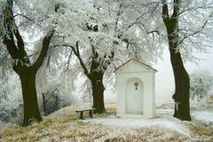 Capilla de la aldea en winter01 Fotos de archivo libres de regalías
