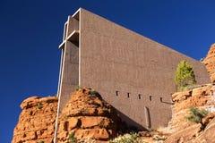 Capilla de la señal arquitectónica moderna cruzada santa en Sedona Arizona Imagen de archivo