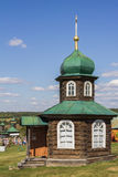 Capilla de madera ortodoxa antigua Rusia, Ural, Nizhnya Sinyachikha Imagen de archivo libre de regalías