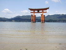 Capilla de Miyajima Itsukushima, puerta de Torii Foto de archivo libre de regalías