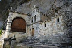 Capilla de San Tirso y de San Bernab? en Ojo Guare?a, Merindades, imagen de archivo libre de regalías