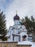 Capilla de tres jerarcas en Belokurikha, Altai, Rusia fotografía de archivo
