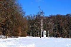 Capilla del borde del camino en paisaje soleado del invierno Imagenes de archivo