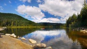 Capilla del soporte, vacaciones de verano del lago Trillium, Oregon Fotos de archivo