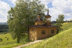 Capilla en el pueblo ruso Capilla de la suposición de la madre de dios en el pueblo Markovskaya Imagen de archivo libre de regalías
