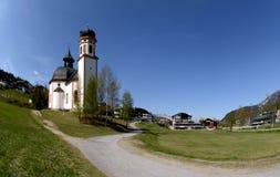 Capilla en el Tyrol. Foto de archivo libre de regalías
