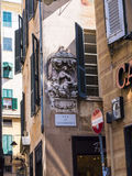 Capilla en esquina de calle en la ciudad de Genoa Italy Imágenes de archivo libres de regalías