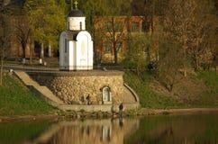 Capilla en la batería del río Velikaya imagen de archivo libre de regalías
