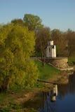 Capilla en la batería del río Velikaya foto de archivo libre de regalías