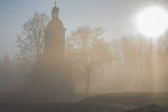Capilla en la niebla Imagenes de archivo