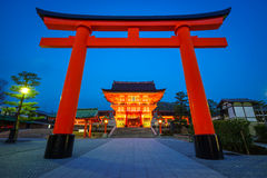 Capilla en la noche, Kyoto, Japón de Fushimi Inari Imágenes de archivo libres de regalías