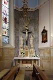 Capilla en luz ambiental agradable con una estatua de Jesus Christ Imágenes de archivo libres de regalías