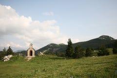 Capilla en montañas Imagen de archivo libre de regalías