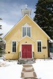 Capilla en nieve fresca Fotos de archivo libres de regalías