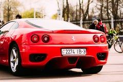 Capilla posterior con el coche Ferrari de las linternas Gomel, Bielorrusia Imagen de archivo