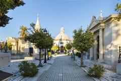 Capilla y mausoleos en un cementerio en Málaga España imagen de archivo libre de regalías