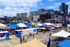 Capitán Cook Wharf en el puerto de Auckland, Nueva Zelanda, en un día abierto fotografía de archivo