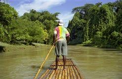 Capitán de la balsa en el río tranquilo Imagen de archivo