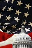 Capitólio de Estados Unidos com fundo da bandeira Imagens de Stock Royalty Free