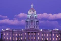 Capitólio do estado de Colorado na noite foto de stock royalty free