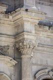 Capita barroca de la iglesia del detalle del columnl Imagen de archivo libre de regalías