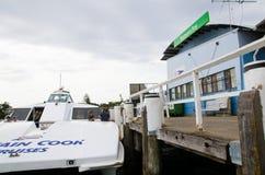Capitaine Cook Cruises exploitent le service de ferry chez Watson Bay images stock