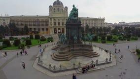 Capital cultural de la ciudad de Viena, tiro aéreo de Maria Theresa Monument almacen de video