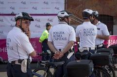 Capital da polícia de Roma no serviço durante a raça para a cura 2015, Roma Italy Imagem de Stock
