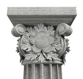 Capital de columna con las hojas del roble en el fondo blanco imagen de archivo libre de regalías