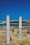 Capital de columna jónico, detalle arquitectónico en la isla de Delos fotografía de archivo