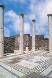 Capital de columna jónico, detalle arquitectónico en la isla de Delos, Gre Imagenes de archivo