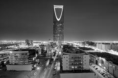 Capital de la ciudad de Riad del horizonte de la Arabia Saudita en la noche foto de archivo