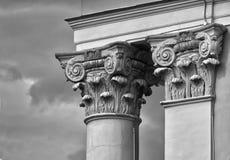 Capital de las columnas viejas del edificio Fotografía de archivo libre de regalías