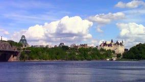 Capital del ` s de Canadá de Ottawa en un día soleado metrajes