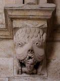 Capital no claustro de Montmajour france imagem de stock