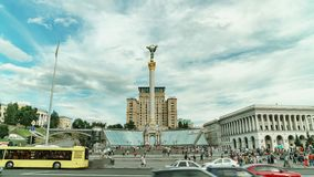 Capitale del timelapse del quadrato di indipendenza dell'Ucraina Traffico della via archivi video