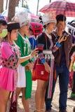 Capitale di Vientiane, Laos - novembre 2017: Ragazza di Hmong che indossa i vestiti tradizionali di Hmong durante la celebrazione Immagini Stock