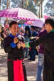Capitale di Vientiane, Laos - novembre 2017: Ragazzi di Hmong che indossano i loro vestiti tradizionali Immagine Stock Libera da Diritti