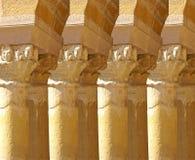 Capitali scolpiti del Corinthian da un convento medievale Immagine Stock Libera da Diritti