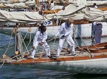 Capitanes en el yate y el viejo detalle del velero Foto de archivo libre de regalías