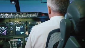 Capitano è comandi l'aeroplano, retrovisione stock footage